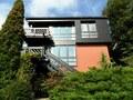 Traumhafter Ausblick in Hanglage: Architektonisch anspruchsvolles Einfamilienhaus mit ELW!