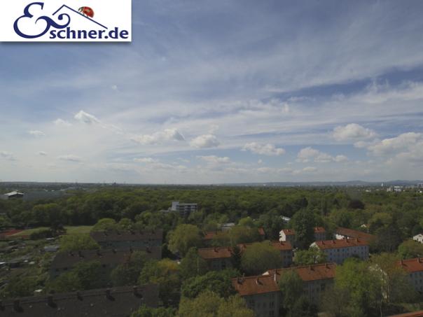 �ber den Wolken: 3-Zimmer-Wohnung mit phantastischem Ausblick in Frankfurt-Bockenheim