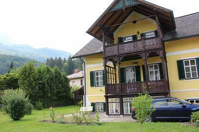 RUHELAGE MIT BAD ISCHL-FLAIR