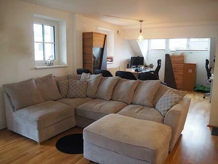 Aigen: Großzügige 2 Zimmer Wohnung mit Balkon