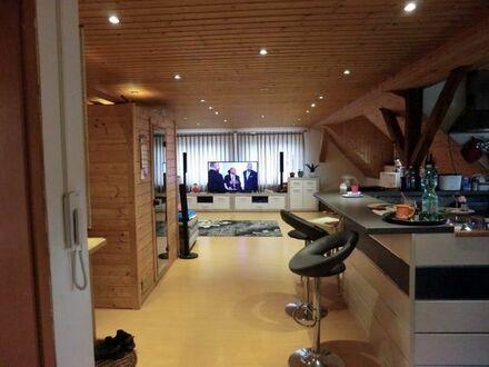 Schöne helle 1 Zimmer mit Schlafzimmer DG Wohnung, ca. 80 m2
