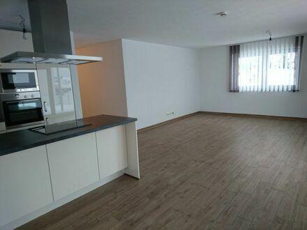 Neuwertige 3,5-Zimmer-EG-Wohnung mit 40 m2 Terrasse + TG-und Außenstellplatz in der Nähe von Ulm