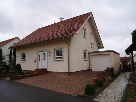 Ein außergewöhnliches 1-2 Familienhaus aus dem Jahr 2000 mit großem Wintergarten