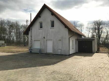 Gewerbe Grundstück mit Halle und Verwaltungsgebäude