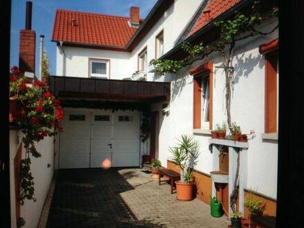 Schönes Wohnhaus mit tollem Garten