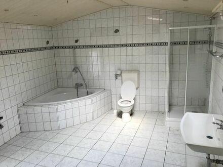 Tolles Haus mit 7 Zimmern, 2 Küchen, zwei Badezimmern und neue Zentralheizung als Monteurszimmer!