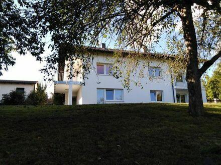 BEZUGSFREI & PROVISIONSFREI: Gepflegtes 3-Familienhaus mit Fernblick ins Grüne nahe Regensburg