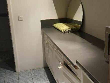 1 Zimmer mit Bad ( Dusche) zu vermieten .