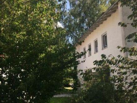 Stockwerk in einem großzügigen Zweifamilienhaus