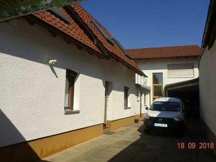 Zwei Einfamilienhäuser auf einem Grundstück mit Werkstatt