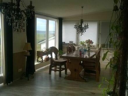 große Wohnung im Zweifamilienhaus