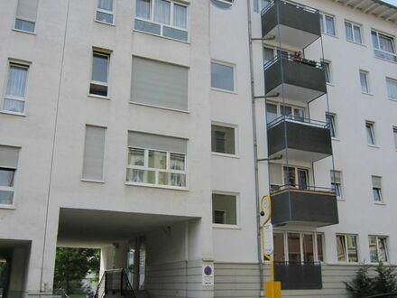 Bushaltestelle direkt vorm Haus 2 Zimmer, Küche, Bad u. Balkon Wohnung