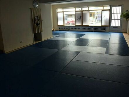 Übungsraum für Kampfkunst, Yoga, Reha
