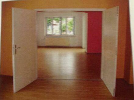 2-Zimmer ca 46 qm mit Bad mit Fenster und kl.Flur in 4-Fam Haus