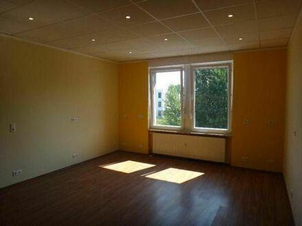 Büroflächen zu Vermieten. ca 26 m² Büros 1. OG ,1 WC ca 1,5m² im EG Miete 230,00 Euro