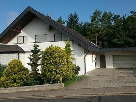 Schönes, geräumiges Haus in ruhiger Lage mit sechs Zimmern in Randgemeinde von Schweinfurt