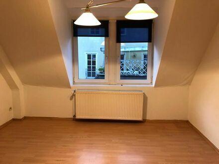 2 Zimmerwohnung ca.44qm in 3-Fam.Haus älteres Sandsteingebäude, Kü und Bad mit Fenster