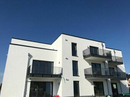 Neubau - Erstbezug: Sehr schöne 2-Zimmer-Penthousewohnung mit großer Dachterrasse und EBK in Buseck
