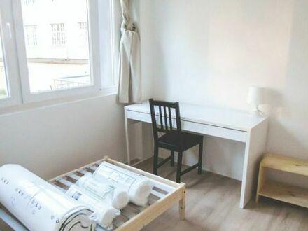 Kleines aber feines 12qm Zimmer mit Terrasse in netter 4-er WG!