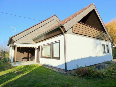 Wohnen auf einer Ebene! Freistehendes Einfamilienhaus mit Garten, Garage und Ausbaupotenzial im DG