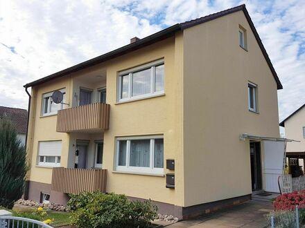 Freistehendes 2-Familien-Haus mit XL- Garten, Balkon und 2 Garagen in herrlicher Wohnlage