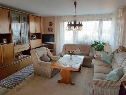 Schöne 2,5-Zimmerwohnung mit Balkon, toller Weitsicht und Garage. Für Kapitalanleger!