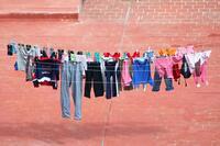 Darf es untersagt werden,  Wäsche am Balkon aufzuhängen?