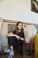 Designerin präsentiert Leuchten in Zuckerlform