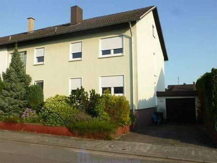 Bexbach - Toprenoviertes 2-Familienhaus in Bexbach