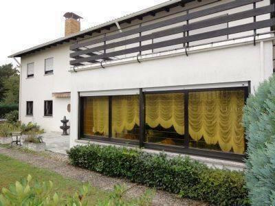 Homburg - Großzügiges Wohnhaus mit Gewerbehalle in Homburg