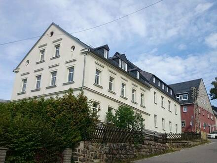 Lauter-Bernsbach - attraktive Kapitalanlage: Saniertes Mehrfamilienhaus in ruhiger Lage mit guter Fernsicht