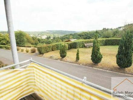 Idar-Oberstein - Idar Algenrodt: Freundliche 3-Zimmer Wohnung im 1. OG zu vermieten. Balkon mit Panoramablick, Parkmöglichkeiten,…
