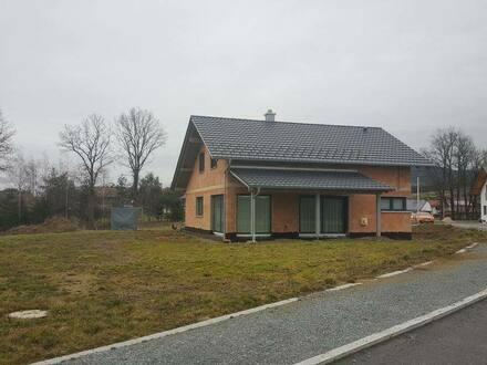 Rattiszell - Ansprechendes Haus mit Doppelgarage zum Kauf