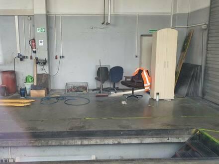 Fürth - LKW/PKW-Werkstatt mit Büro   Freiflächen bei Bedarf