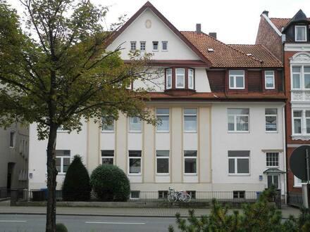Alfeld - Ein eindrucksvolles Haus bietet 3-Zimmer-Wohnung für neue Mieter-/innen