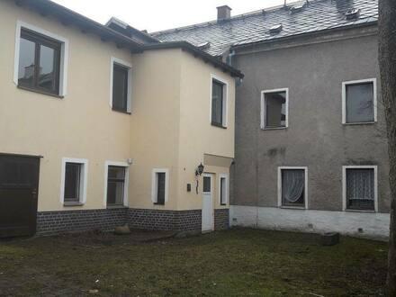 Schöneck/Vogtland - Mehrfamilienhaus - Reihenhaus über zwei Etagen gelegen am Stadtrand vom Luftkurort Schöneck Vogtland