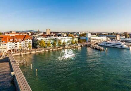 Friedrichshafen - Schöne, großzügige 3 Zi. Whg, topmodern möbliert