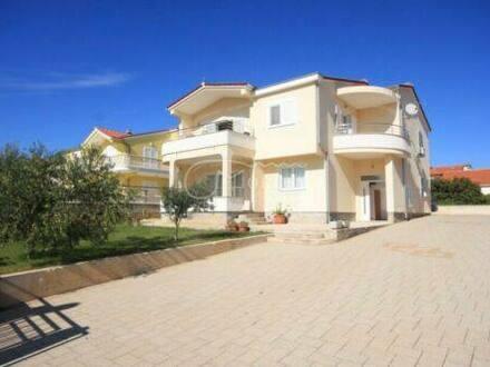 Mindelheim - Villa mit 2 Wohnungen und Einliegerwohnung in Vodice zu verkaufe