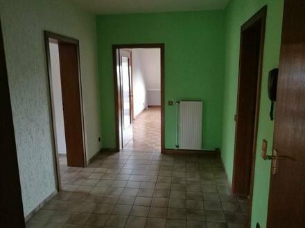 Willich - Gepflegte 4-Zimmer-Wohnung mit Balkon und Einbauküche in Willich