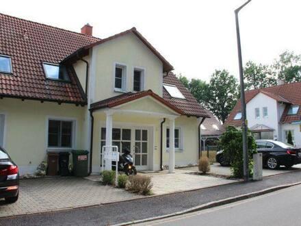 Schwabach - Top Lage Südhang : Helle , hochwertige Wohnung in Zweifamilienhaus in ruhiger Waldrandlage 156 qm Wohn Nutz…