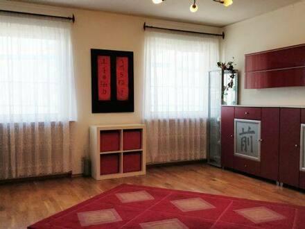 Fürth (Südstadt) - *Provisionsfrei* Helle, offene 4-Zimmer-Wohnung inklusive Hobbyraum in Fürth Südstadt