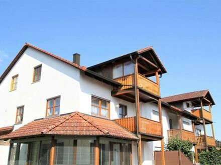 Hepberg - Von Privat 3-Zimmer-DG-Wohnung mit Balkon, plus 2x TG-Stellpl.
