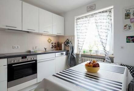 München - Helle große 2-Zi. mit Wohnküche und Balkon VON PRIVAT