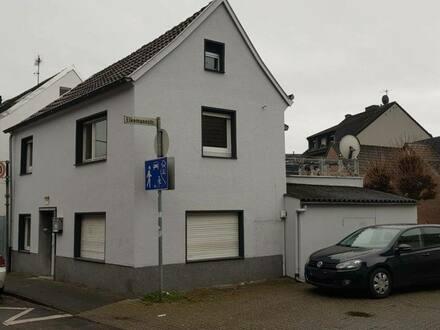 Köln - Zauberhaftes Einfamilienhaus am Rhein mit Terrasse Wohnnutzfläche 118m² provisionsfrei zu verkaufen.