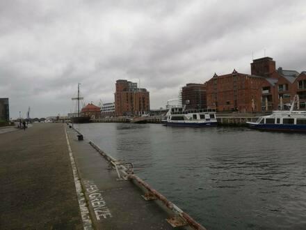 Wismar - Herausragende Lage: Wohn- und Geschäftshaus mit Blick über den Hafen
