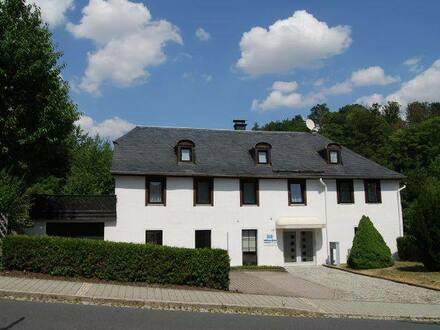 Bad Lobenstein - Ein - (Zwei) Familienhaus mit Gewerberaum und Stellplätzen in zentralen Lage von Bad Lobenstein