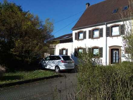 Mandelbachtal - Zweifamilienwohnhaus mit großem Garten in Mandelbachtal - provisionsfrei!