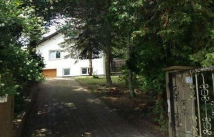 Ruschberg - Freistehendes Haus mit Einliegerwohnung in Traumlage im Grünen