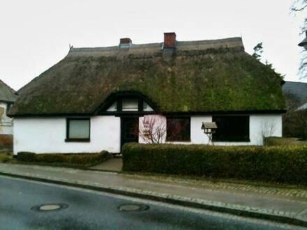 Wiek - Reetgedecktes Einfamilienhaus im schönen Fischerort Wiek, Rügen