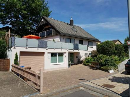 Kelkheim (Taunus) - All inclusiv! Wohnen im Grünen - möbliertes, helles 2,5 Zimmer DG-Apartment mit S/W Loggia